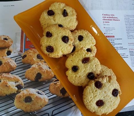 cookies con chocolate blanco, arándanos y coco