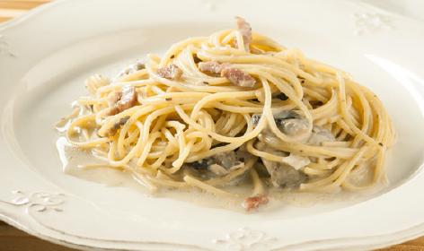 espaguetis-con-champinones-y-baicon