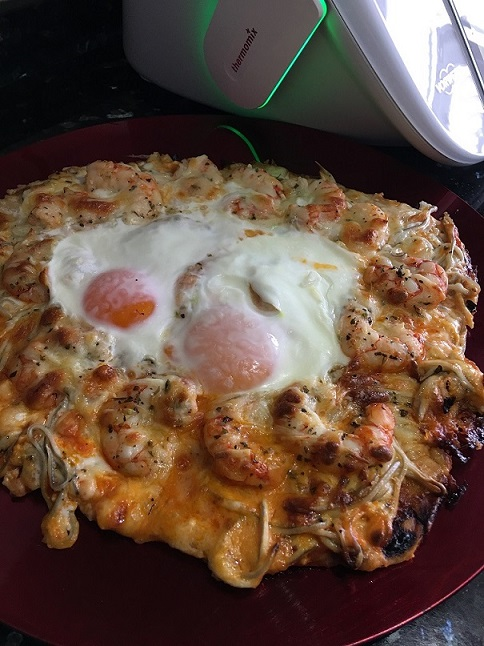 PIZZA DE GULAS Y GAMBAS