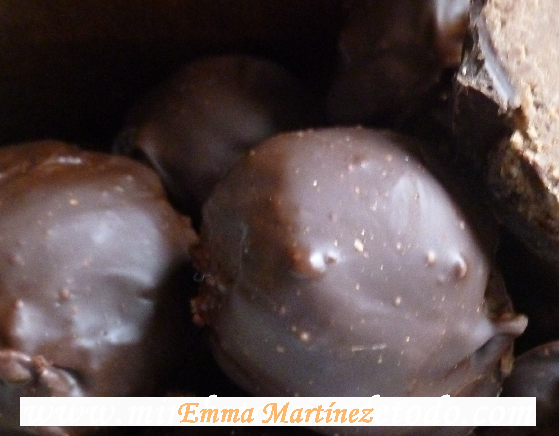 BOMBONES DE ALMENDRA, AVELLANA Y CHOCOLATE