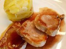 Solomillos de Cerdo con verduras y Salsa de Cebolla al Oporto