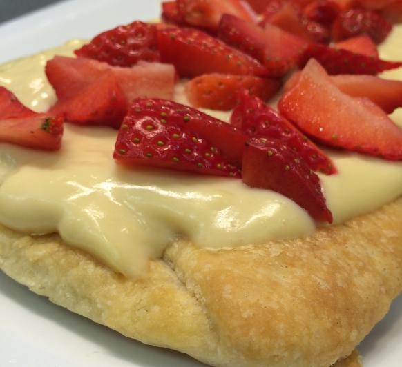 Cake de fresas con Hojaldre Rapido