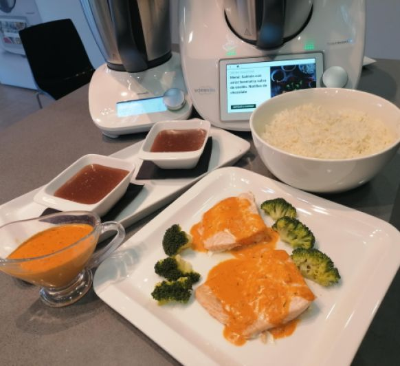 Menú :Salmón con arroz basmati y salsa de eneldo. Natillas de chocolate