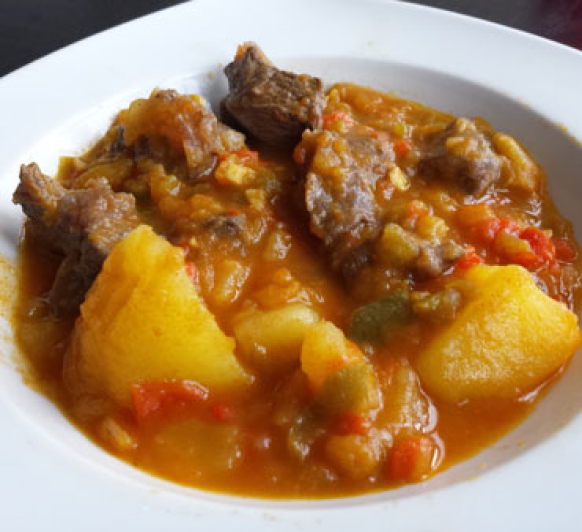 Carne guisada con patatas. Un clásico