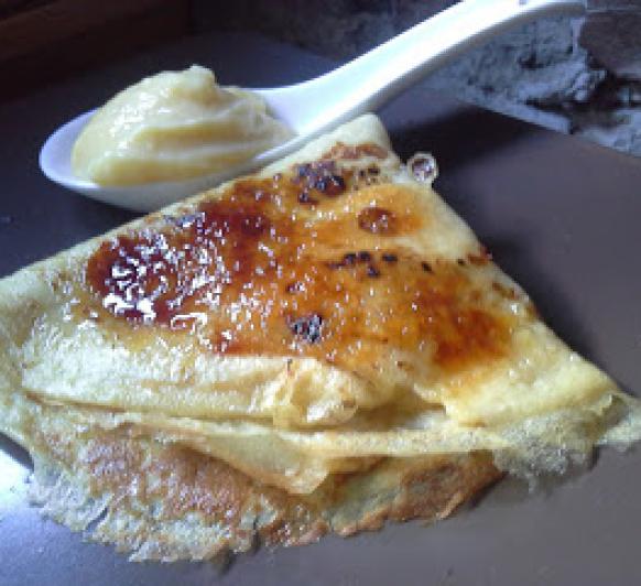 crepes caramelizados rellenos de crema de limón (lemon curd)
