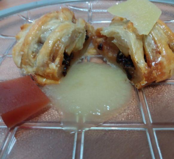 crujiente de manzana con morcilla y compota